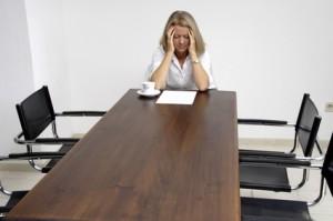 Frau hat Depressionen wegen Mobbing